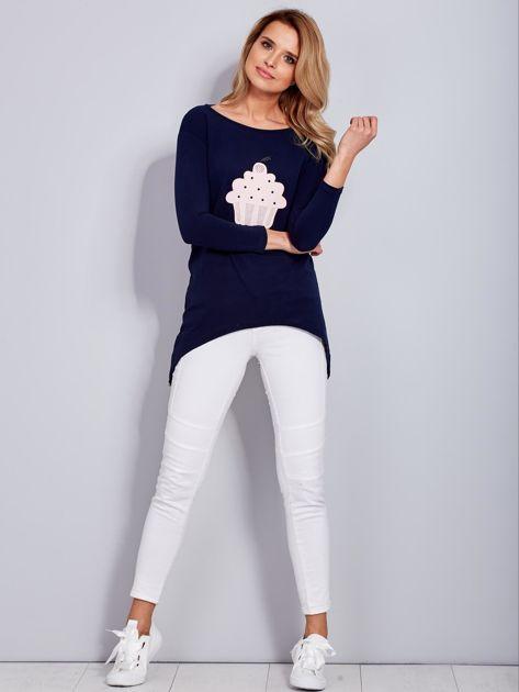 Granatowa asymetryczna bluzka z babeczką                              zdj.                              4