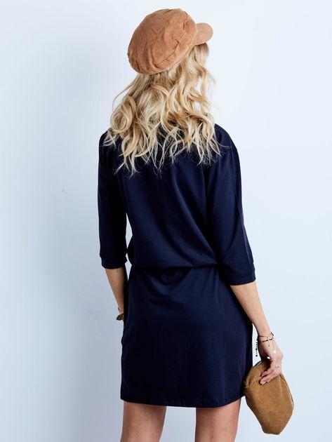 Granatowa bawełniana sukienka z kieszeniami                              zdj.                              2