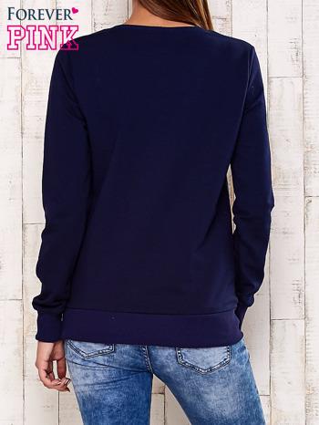 Granatowa bluza z graficznym nadrukiem                                  zdj.                                  4