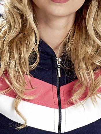Granatowa bluza z kapturem z kolorowymi przeszyciami                                  zdj.                                  6