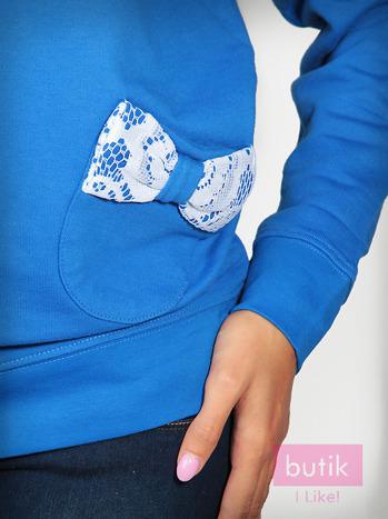 Granatowa bluza z kieszonkami ozdobionymi kokardkami                                  zdj.                                  3