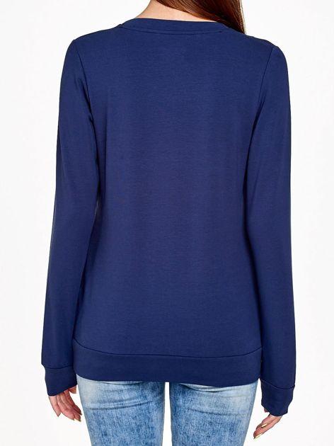 Granatowa bluza z nadrukiem flamingów                              zdj.                              2