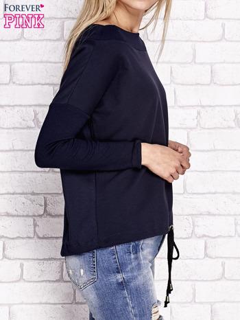 Granatowa bluza z szerokim ściągaczem i troczkami                              zdj.                              3