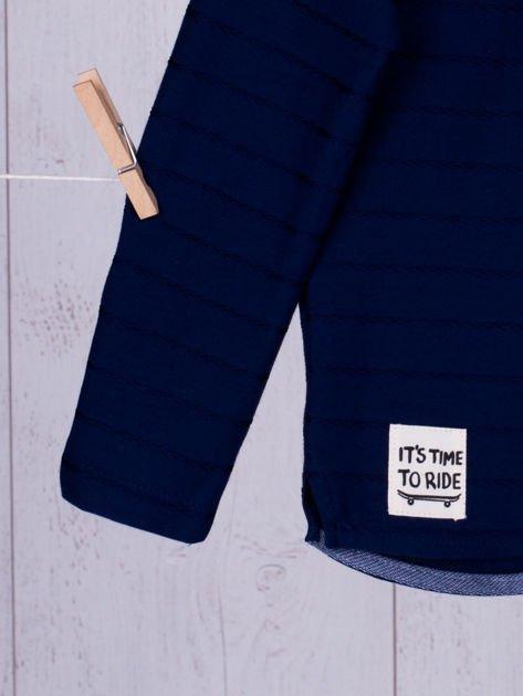 Granatowa bluzka chłopięca w plecione paski z kieszonką                              zdj.                              5