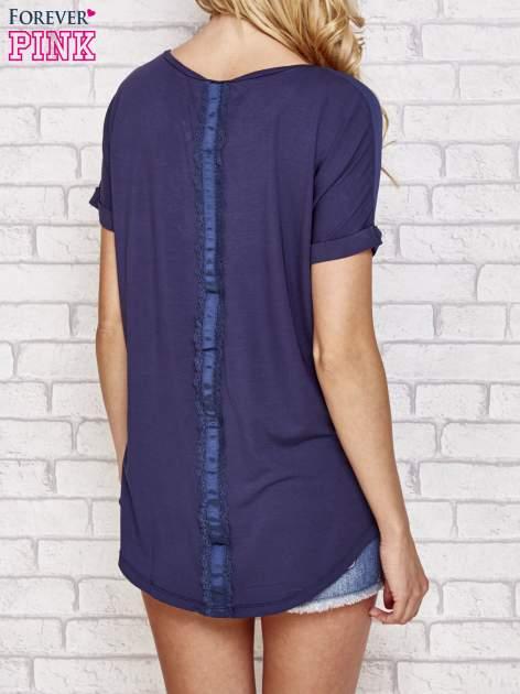 Granatowa bluzka koszulowa z koronką z tyłu                                  zdj.                                  5