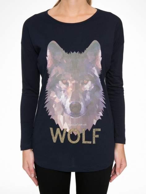 Granatowa bluzka z nadrukiem wilka i brokatowym napisem WOLF                                  zdj.                                  7