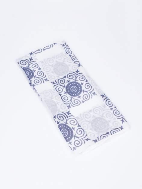 Granatowa chusta w orientalny wzór i kwiaty                                  zdj.                                  3