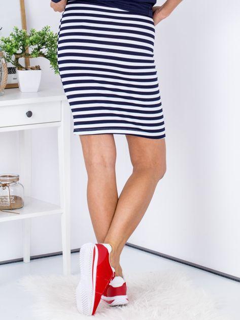 Granatowa dopasowana spódnica w paski                              zdj.                              2
