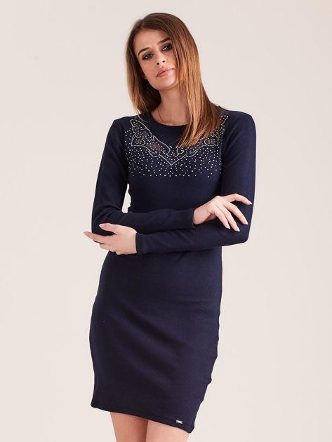 Granatowa dopasowana sukienka w prążek z dżetami                              zdj.                              1