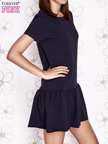 Granatowa dresowa sukienka z wycięciem na plecach                                   zdj.                                  3