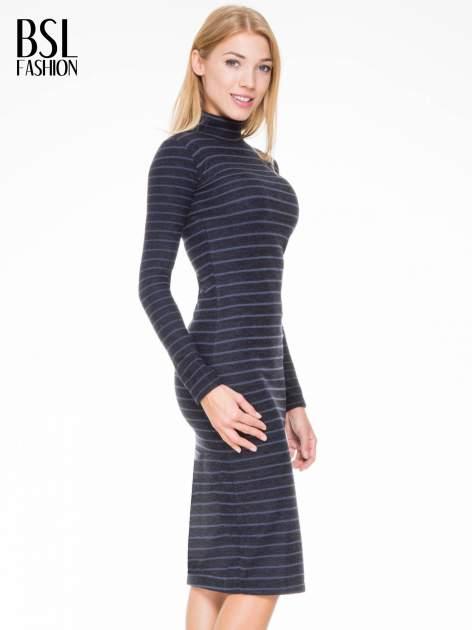 Granatowa dzianinowa sukienka w paski z golfem                                  zdj.                                  3