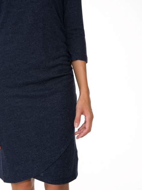 Granatowa dzianinowa sukienka z kopertowym dołem                                  zdj.                                  7