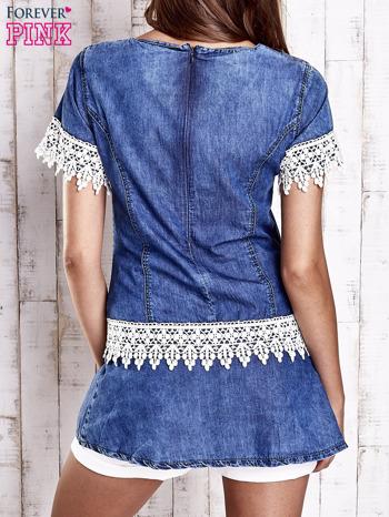Granatowa jeansowa tunika z koronkowym wykończeniem                                  zdj.                                  2