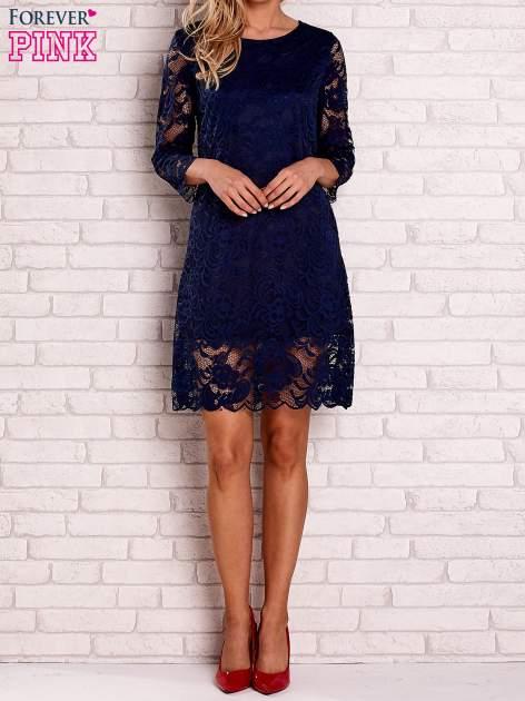 Granatowa koronkowa sukienka z wiązaniem na plecach                                  zdj.                                  2
