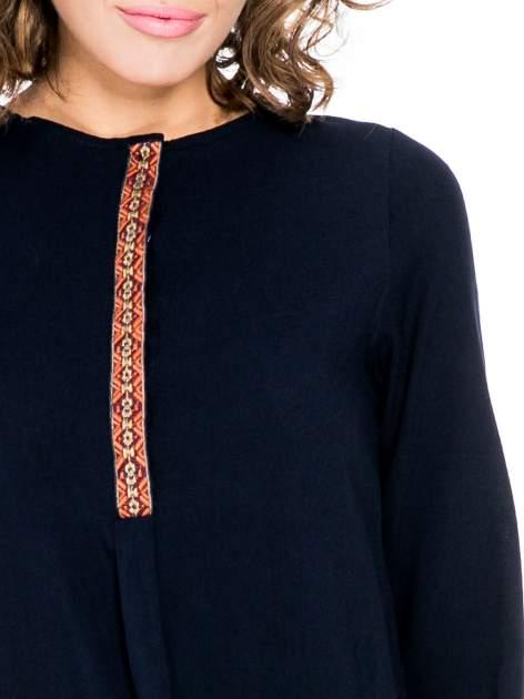 Granatowa koszula ze wzorzystą wstawką w stylu etno                                  zdj.                                  7