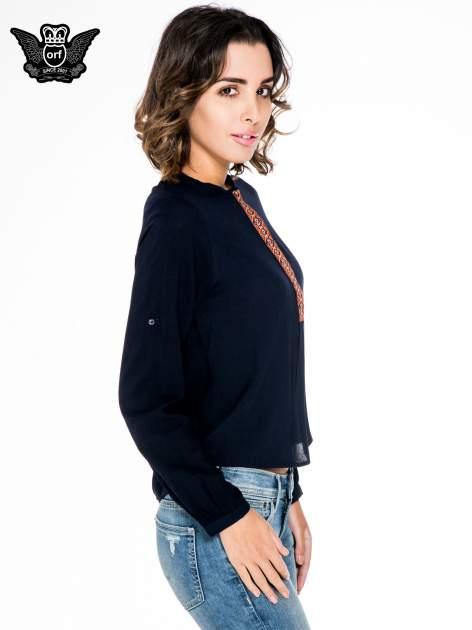 Granatowa koszula ze wzorzystą wstawką w stylu etno                                  zdj.                                  3
