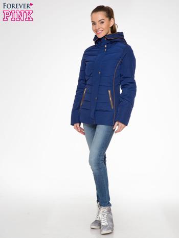 Granatowa kurtka zimowa ze skórzaną lamówką i futrzanym kapturem                                  zdj.                                  5