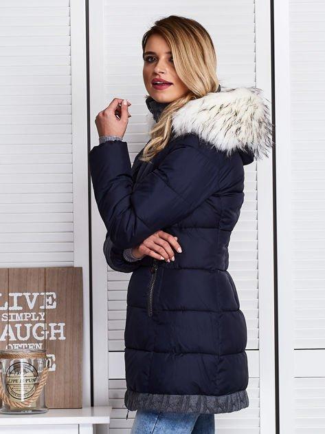 Granatowa kurtka zimowa ze swetrowym wykończeniem                              zdj.                              6