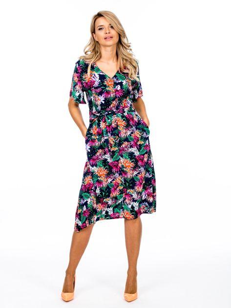 Granatowa kwiatowa sukienka z paskiem                              zdj.                              4