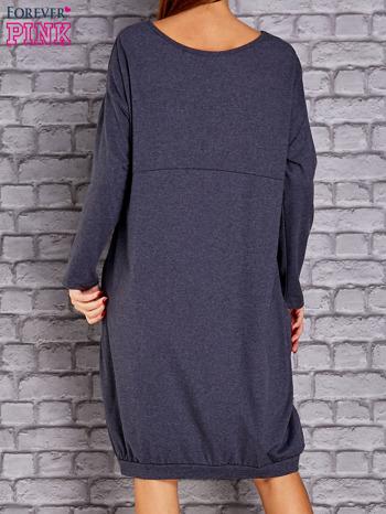 Granatowa melanżowa dresowa sukienka oversize z kieszeniami                                  zdj.                                  4