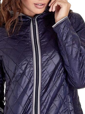 Granatowa pikowana kurtka typu husky                                  zdj.                                  6