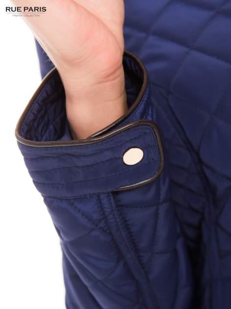 Granatowa pikowana kurtka ze skórzaną lamówką                                  zdj.                                  10