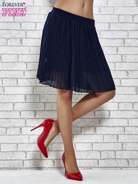 Granatowa plisowana spódnica do kolan                                  zdj.                                  2
