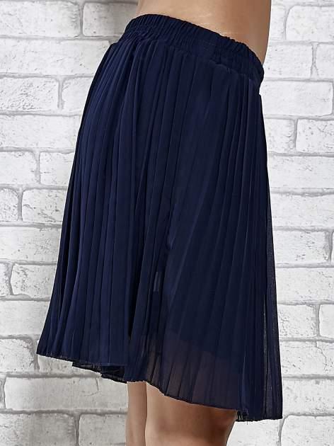 Granatowa plisowana spódnica do kolan                                  zdj.                                  6