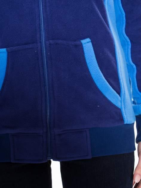 Granatowa polarowa bluza z kontrastowymi przeszyciami                                  zdj.                                  10