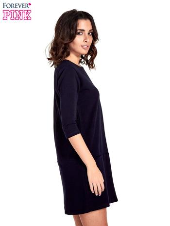 Granatowa prosta sukienka z kieszeniami                                   zdj.                                  3