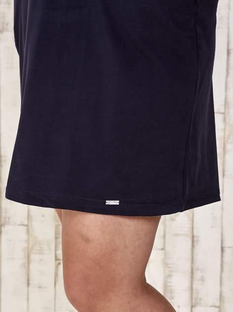Granatowa sukienka dresowa z dżetami PLUS SIZE                                  zdj.                                  6