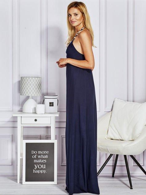 Granatowa sukienka maxi z wiązaniem na szyi                                  zdj.                                  2