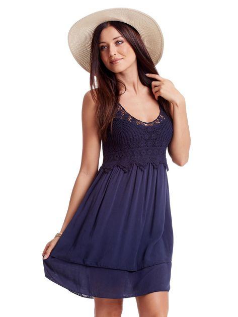 Granatowa sukienka na cienkich ramiączkach                              zdj.                              3