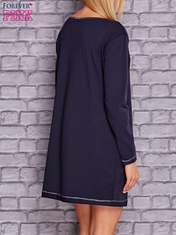 Granatowa sukienka oversize z kieszeniami                                  zdj.                                  4