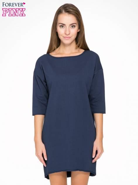 Granatowa sukienka oversize z surowym wykończeniem                                  zdj.                                  1