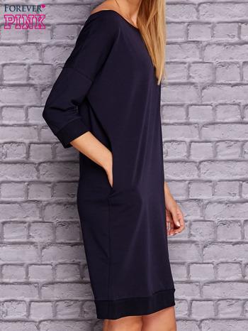 Granatowa sukienka oversize ze ściągaczem                              zdj.                              4
