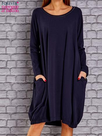 Granatowa sukienka oversize ze ściągaczem na dole                                   zdj.                                  1