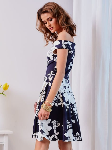 Granatowa sukienka w kontrastowe kwiaty                                  zdj.                                  7