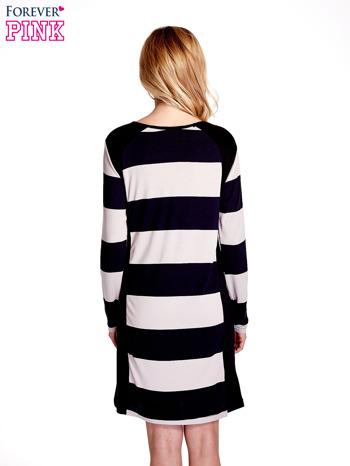 Granatowa sukienka w szerokie pasy                                  zdj.                                  4