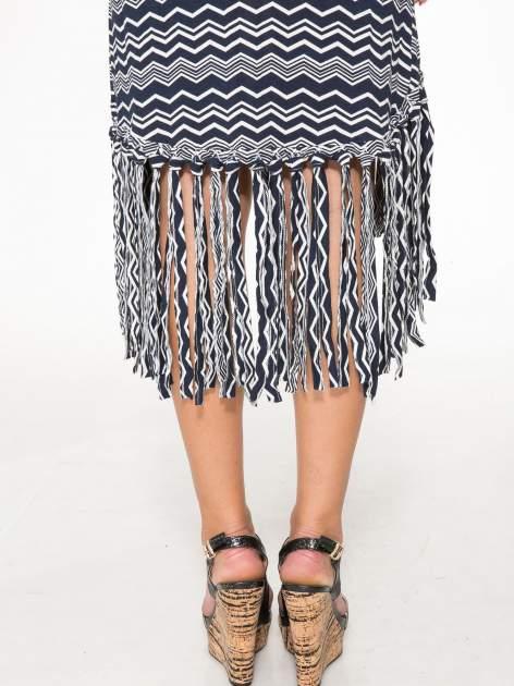 Granatowa sukienka we wzór zig-zag z frędzlami na dole                                  zdj.                                  9