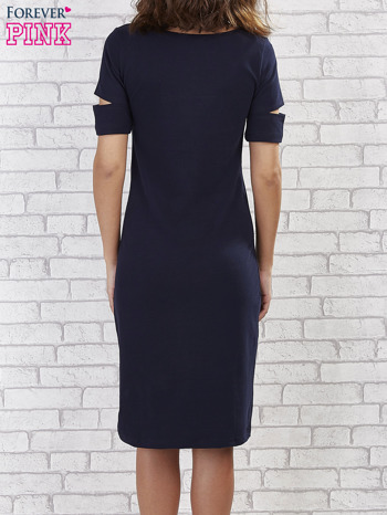 Granatowa sukienka z rozcięciami na rękawach                                  zdj.                                  4