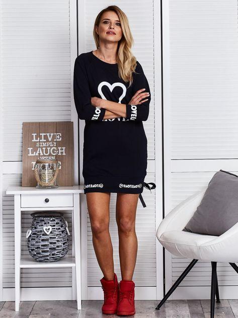 Granatowa sukienka z sercem                              zdj.                              4