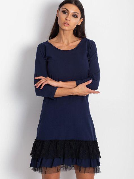 Granatowa sukienka z tiulem i koronkową falbaną                              zdj.                              1
