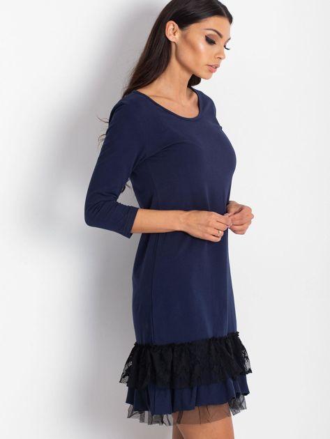 Granatowa sukienka z tiulem i koronkową falbaną                              zdj.                              3