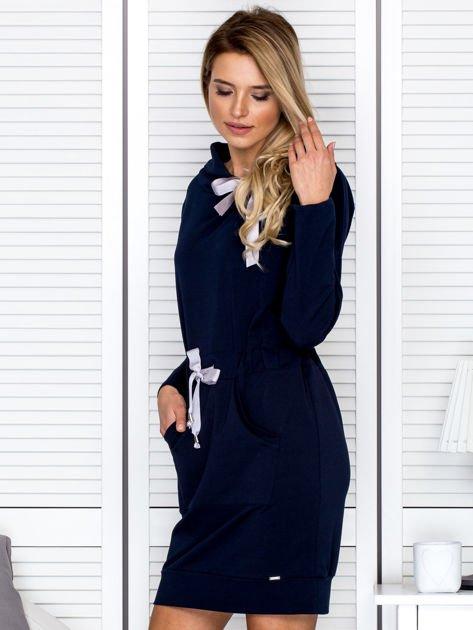Granatowa sukienka z wstążkami                               zdj.                              5