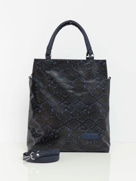 Granatowa torba z wężowym wzorem