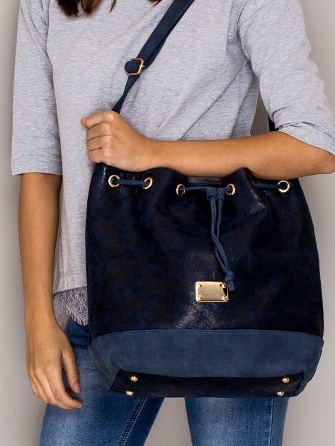 Granatowa torba ze ściągaczem                              zdj.                              1