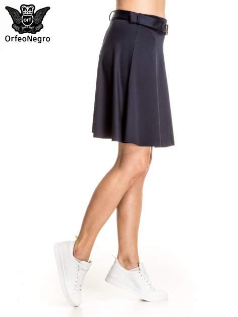 Granatowa trapezowa spódnica z paskiem z klamrą                              zdj.                              3