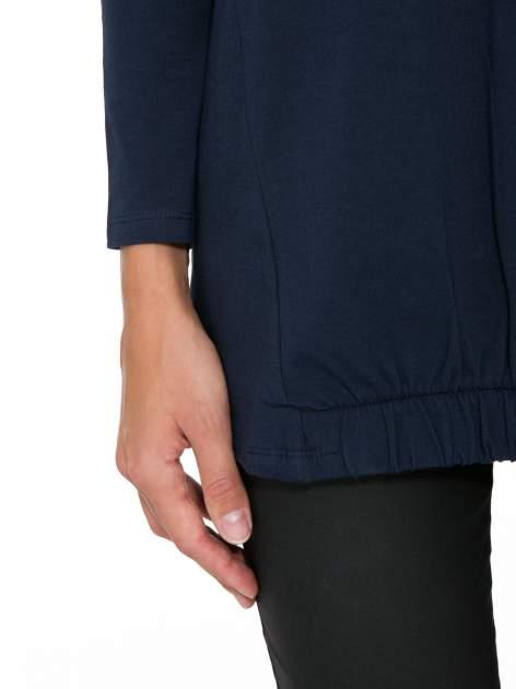 Granatowa tunika dresowa z kominokapturem i ściągaczem na dole                                  zdj.                                  7