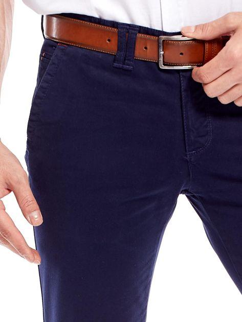 Granatowe bawełniane spodnie męskie chinosy                               zdj.                              5